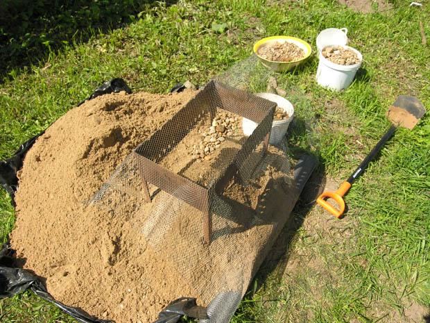 Просеваем песок через мангал