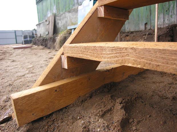 Строим деревянную лестницу