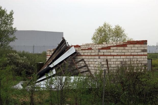 Сорвало ветром крышу