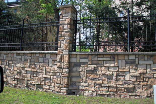 Каменный красивый забор