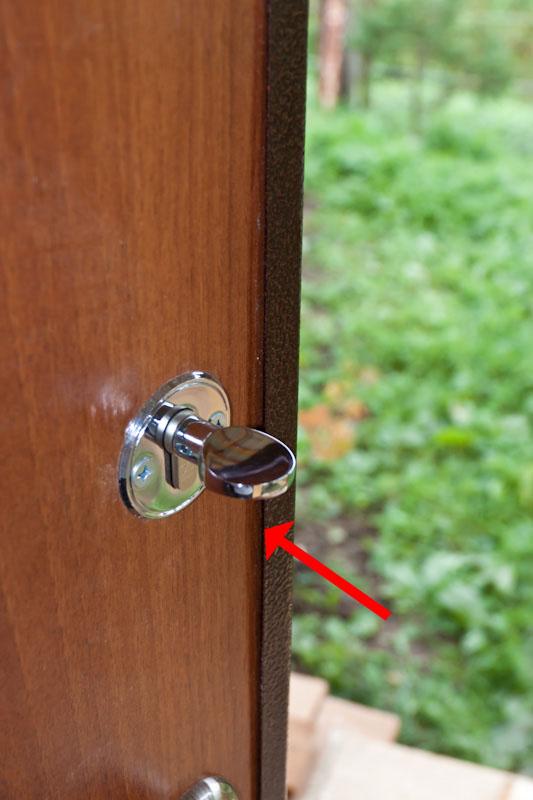 отходит облицовка металлической двери