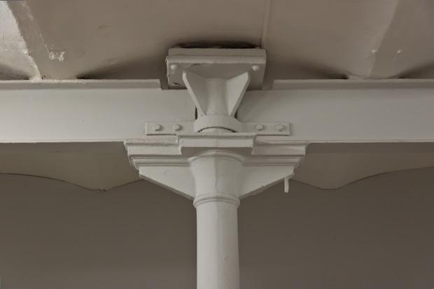 Столб для поддержания балок перекрытия