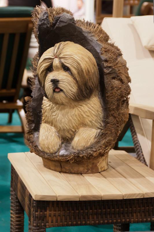 собака из дерева