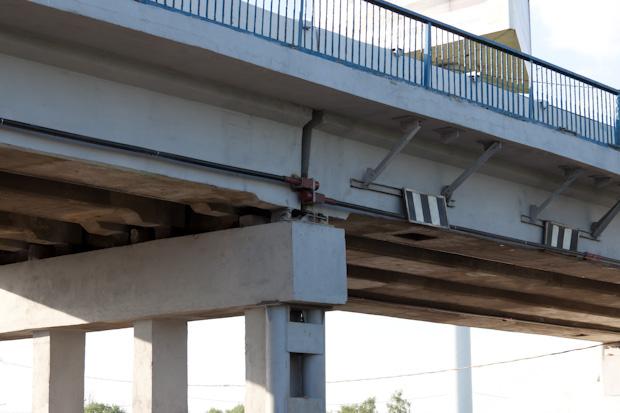 растяжки на мосту