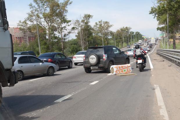 утеплитель IZOBEL валяется на дороге