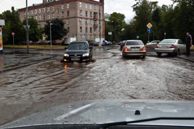наводнение в Москве после ливня 14-го июля 2012 года