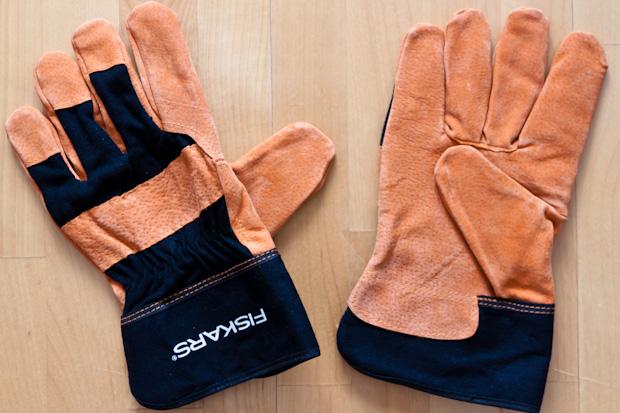 Мужские перчатки для работы в саду Fiskars