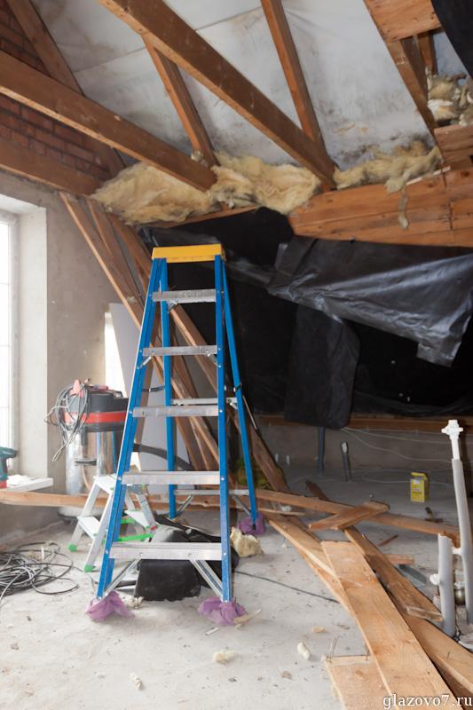 сломан черновой потолок