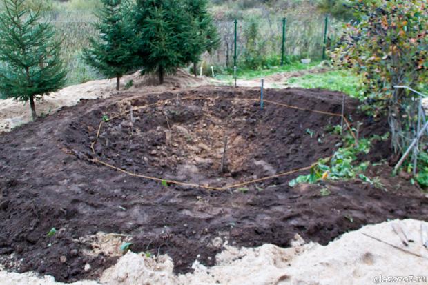 начал копать пруд