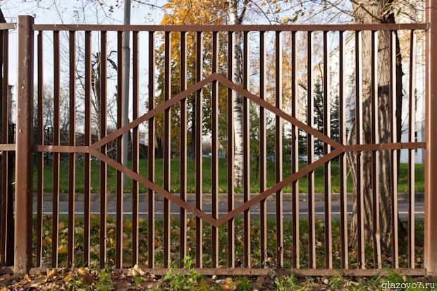забор из уголков