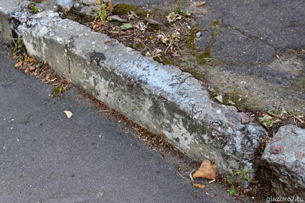 дорожный бортик из бетона