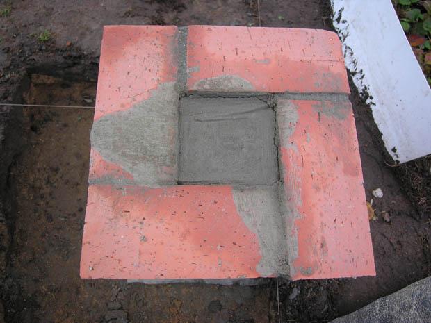 Кирпичный столб залитый бетоном