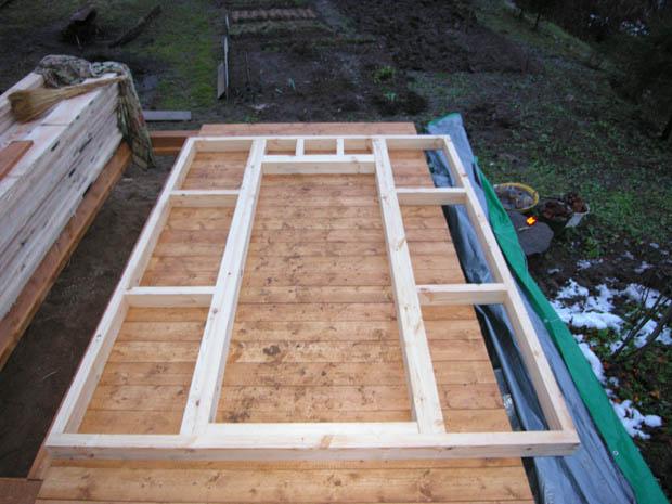 Щитовая конструкция с дверным проёмом