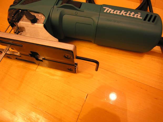 Шестигранный ключ у Makita 4351 FCT