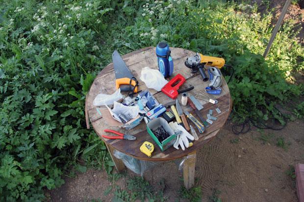 Стол с инструментами