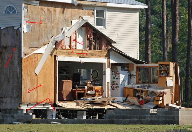 дом частично разрушен ураганом Айрин