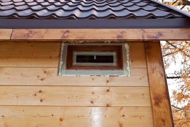 Окно для чуланчика с фрамужным открыванием