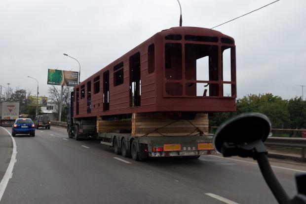 метро вагоны перевозят на фуре