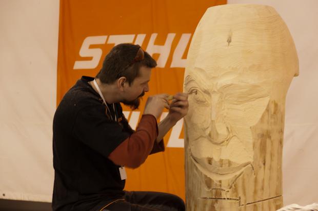 Компания Stihl устроила первый конкурс фигурной резьбы по дереву