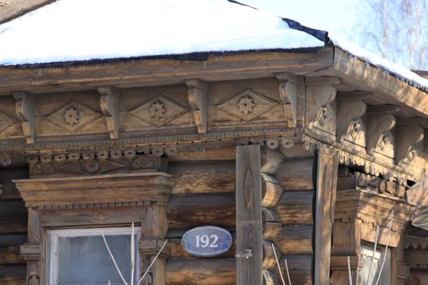 деревянные узоры на доме