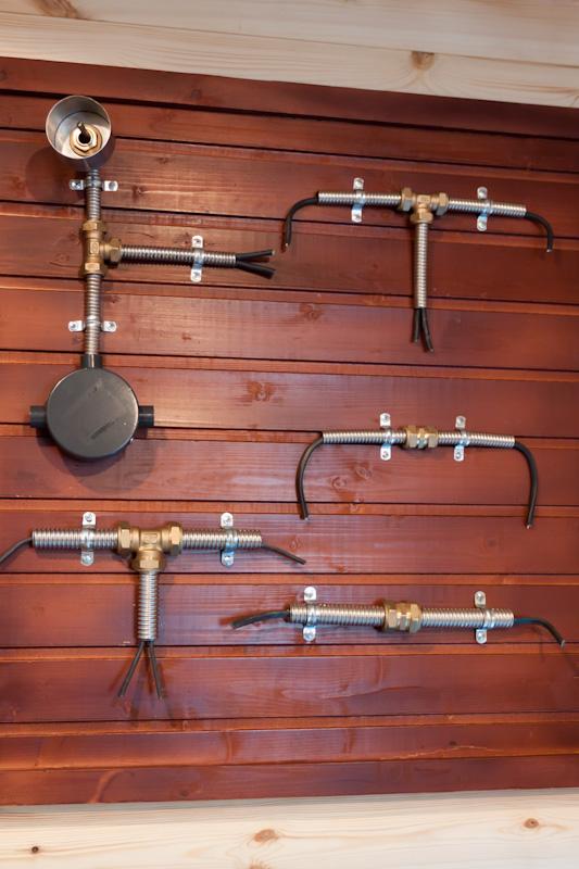 Вариант монтажа электрики в деревянном доме