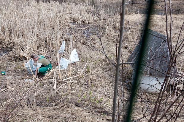 собираем мусор вокруг колодца