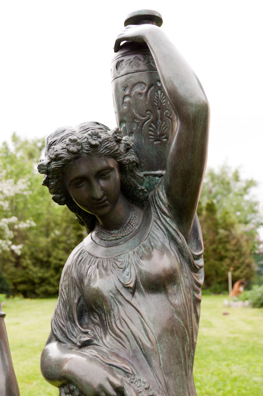бронзовая статуя