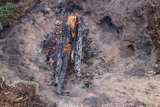 костёр в кратере
