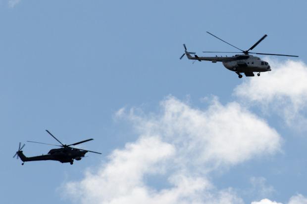 Ми-28Н прикрывает Ми-8