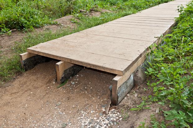 деревянный настил в парке