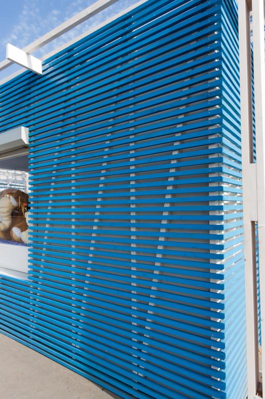 отделка фасада рейками