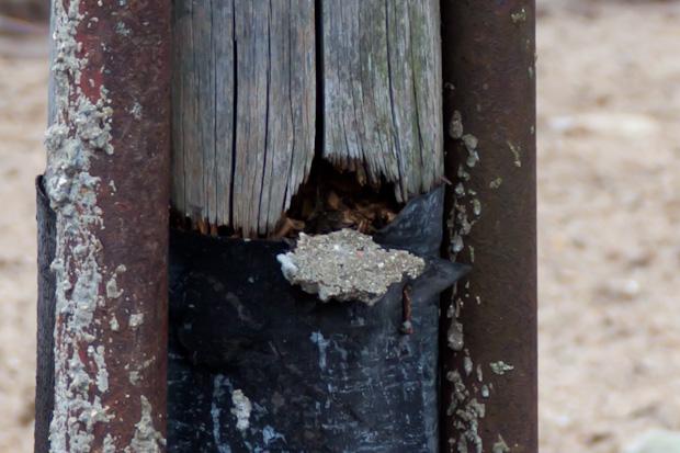 сгнил деревянный столб