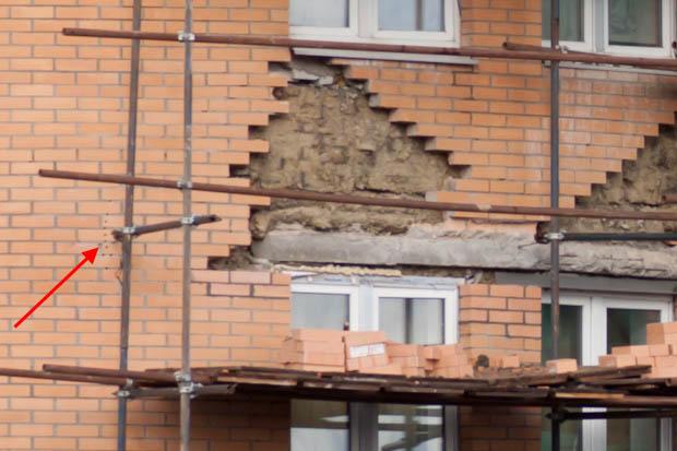 дырки в фасаде