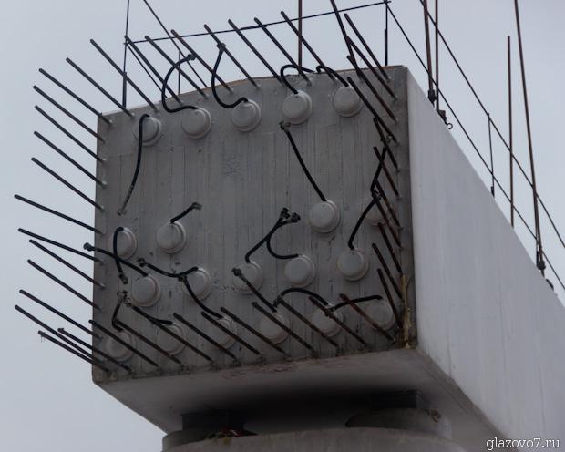 выступают из бетона провода