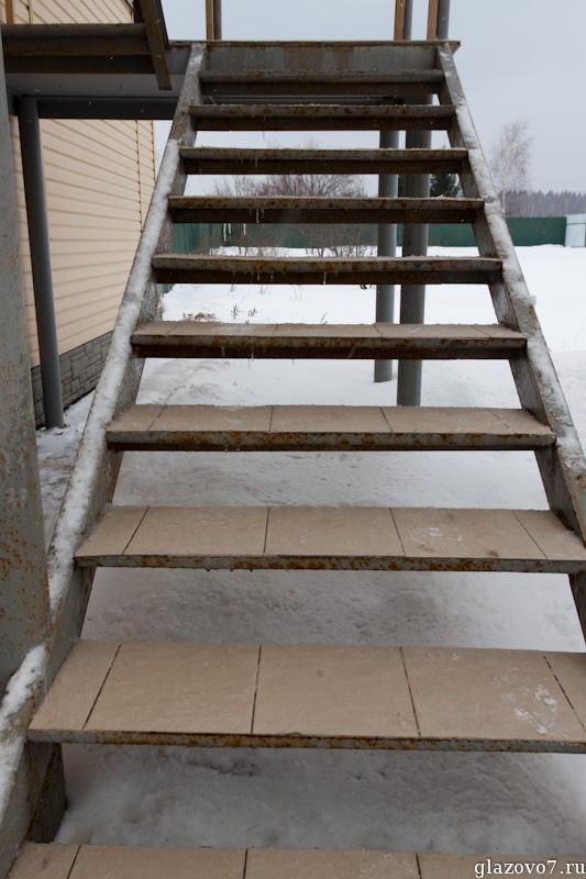 скользкая лестница