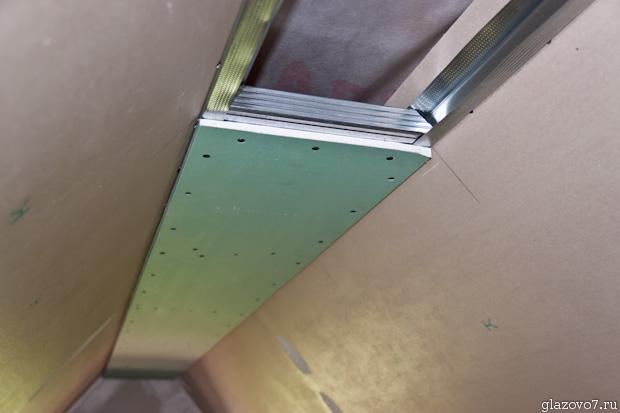 зашиваем потолок под коньком гипсокартоном