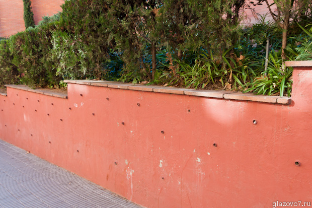 Барселона. Опорная стена и дренаж в ней