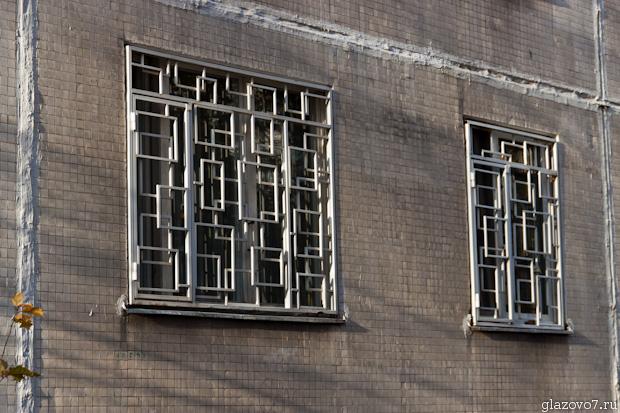 решётки на окнах