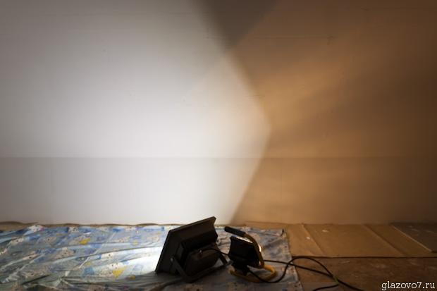 сравнение светодиодного прожектора с галогенным