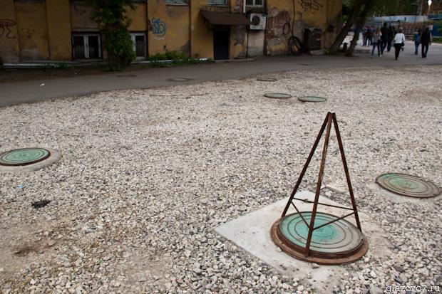 Десяток канализационных люков